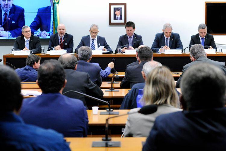Audiência pública sobre a nova política de crédito agropecuário que o novo governo pretende implantar. As vantagens e as desvantagens