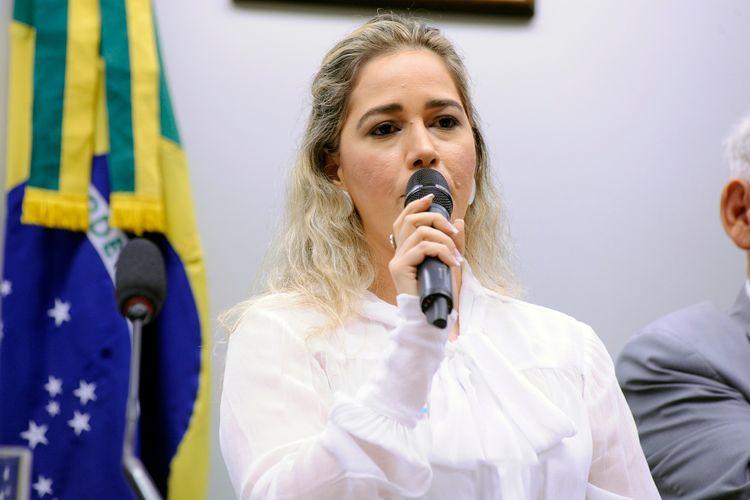 Audiência pública sobre o desaparecimento e o tráfico de pessoas no Brasil. Coordenadora do Comitê Estadual de Enfrentamento ao Tráfico e Desaparecimento de Pessoas da Paraíba, Vanessa Lima