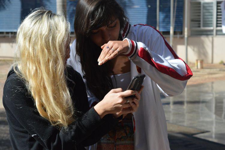Comunicação - internet - adolescentes digital vício compulsão socialização redes sociais celulares smarthpones