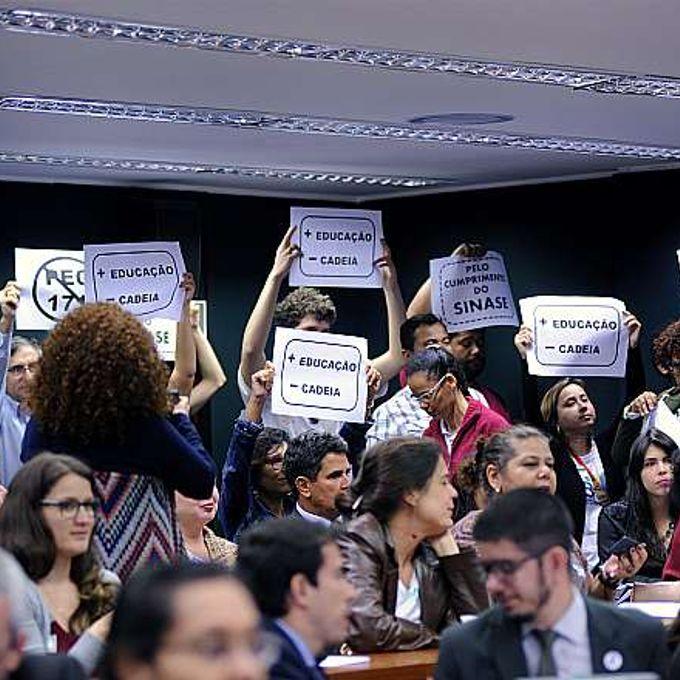 Reunião Ordinária. Protesto no plenário da CCJ