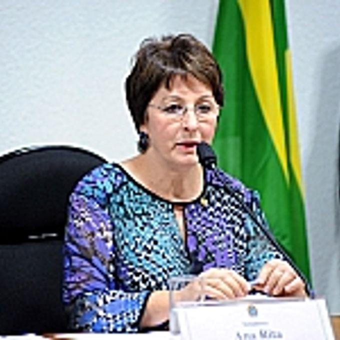 Reunião para discussão e apreciação do relatório final. Relatora da CPMI, sen. Ana Rita (PT-ES)