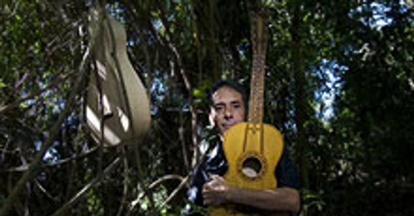 Sustos e gargalhadas com o violeiro Paulo Freire