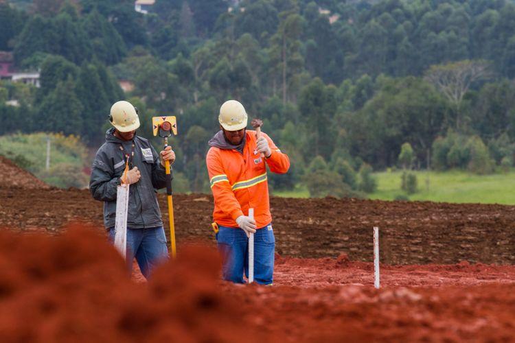 Economia - geral - obra construção civil trabalhador emprego trabalho infraestrutura operário terreno