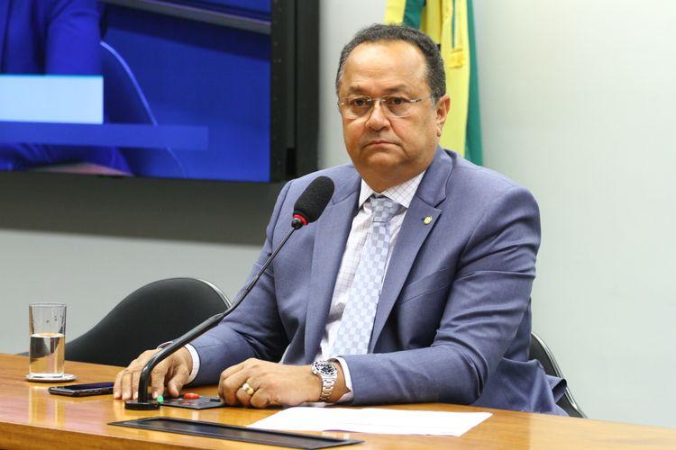 Instalação da Comissão e eleição para presidente e vice-presidentes. Presidente, dep. Silas Câmara (PRB - AM)