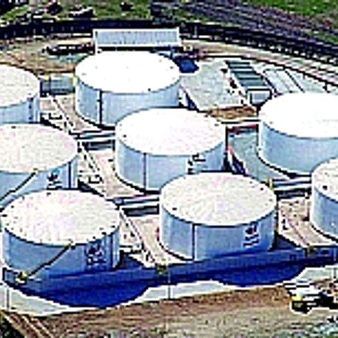Energia - Renováveis - Álcool - Tanques de estocagem de etanol no terminal público no porto de Paranaguá 2