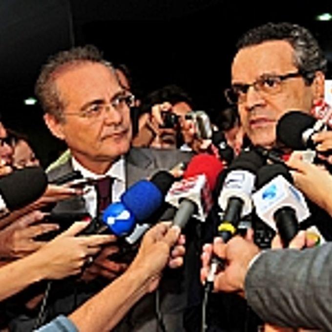 Presidentes Renan Calheiros e Henrique Alves falam com a imprensa no dia 25.04