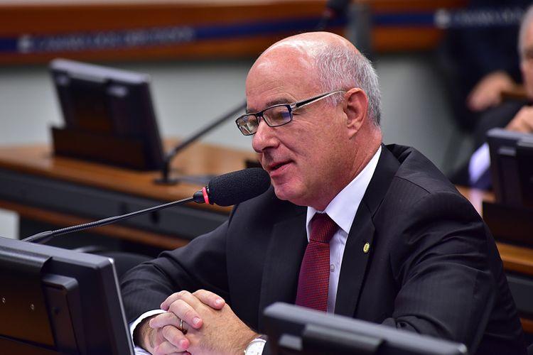 Deputado Herculano Passos (PSD-SP durante audiência pública da C. E. Direitos Autorais (PL 3968/97)