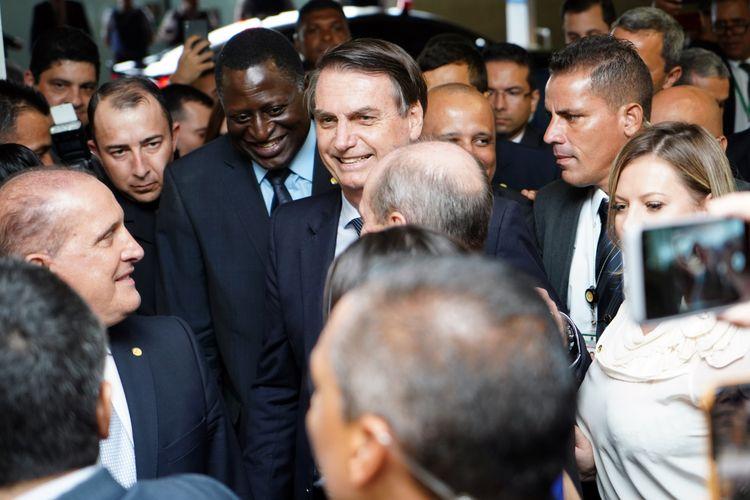 Presidente da República, Jair Bolsonaro, e ministro da Economia, Paulo Guedes, entregam ao presidente da Câmara dos Deputados, dep. Rodrigo Maia, a proposta de reforma da previdência dos militares