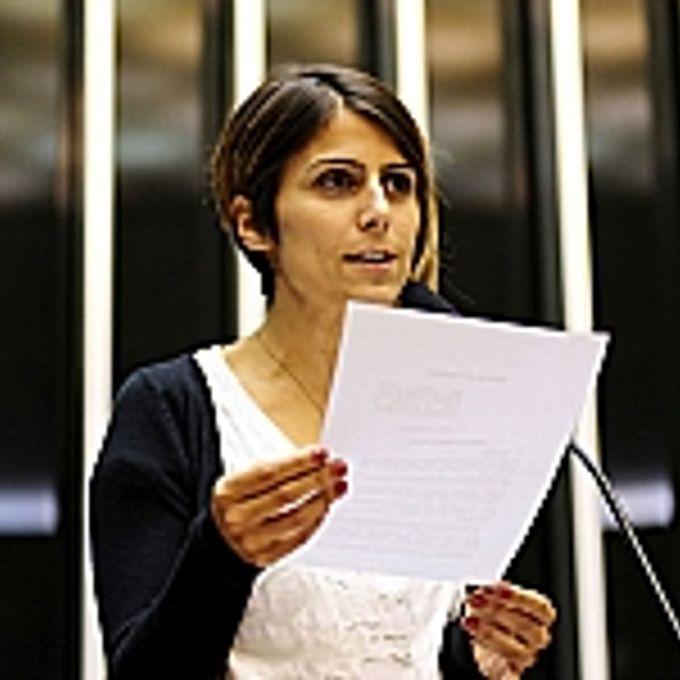 Sesssão Extraordinária. Discussão do substitutivo do Senado ao Projeto de Lei 4529/04, que institui o Estatuto da Juventude. dep. Manuela Dávila (PCdoB-RS)