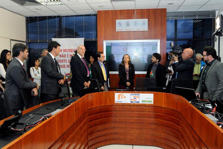 Parlamentares da comissão visita à sala de situação do Ministério da Saúde (Centro Nacional de Gerenciamento e Desastres)
