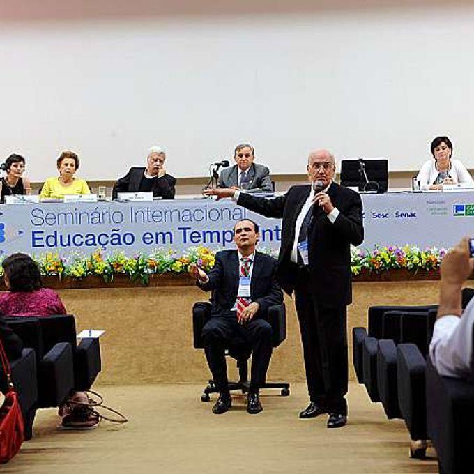 Seminário Internacional de Educação em Tempo Integral. Cesar Muñoz Jimenez