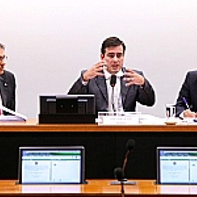 Reunião Ordinária Pauta: discussão e votação do parecer do relator, dep. Carlos Zarattini
