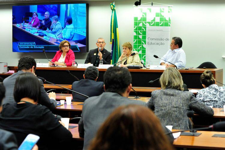 Audiência pública para debater as alternativas para o Financiamento da Educação Básica no Brasil. O evento faz parte do Ciclo de audiências públicas destinadas a debater a educação no Brasil
