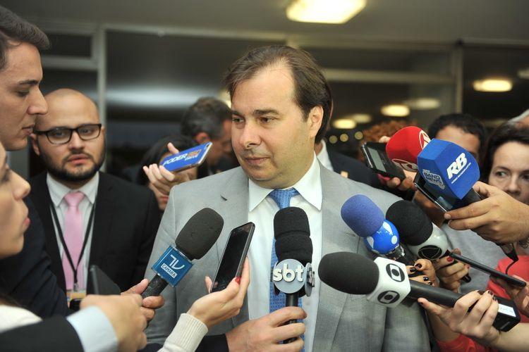 Presidente Rodrigo Maia concede entrevista.