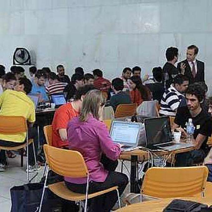 Cãmara - partipação pop. - Hackathon - Hackers reunidos no Salão Branco da Câmara. 29.10.13