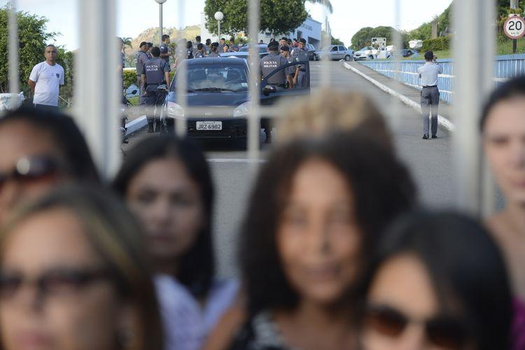 Segurança - policiais - polícia militar Espírito Santo protesto greve aquartelados esposas quartéis