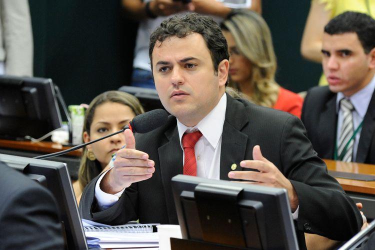 Reunião ordinária para continuação da votação dos destaques do relatório. Dep. Glauber Braga (PSOL-RJ)