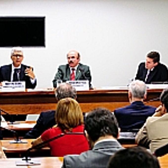 Min. Milton Rondó (coord. geral de ações internacionais de combate á fome do MRE), dep. Homero Pereira (presidente), Ricardo Cunha Chimenti (juiz auxiliar do CNJ)
