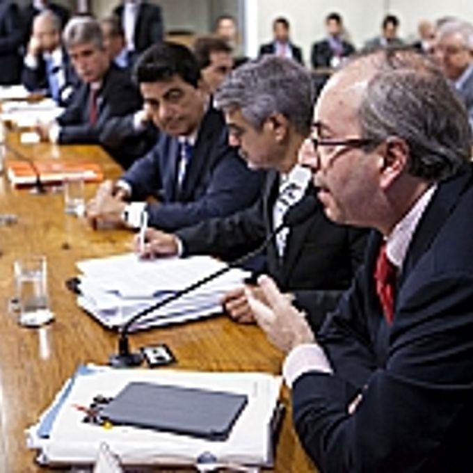 Reunião para discussão do relatório sobre a MP 592/12, que determina as novas regras de distribuição entre os entes da Federação dos royalties e da participação especial decorrentes da exploração de petróleo, gás natural e outros hidrocarbonetos fluidos sob o regime de concessão, e para disciplinar a destinação dos recursos do Fundo Social. (D) Dep. Eduardo Cunha (PT-RJ)