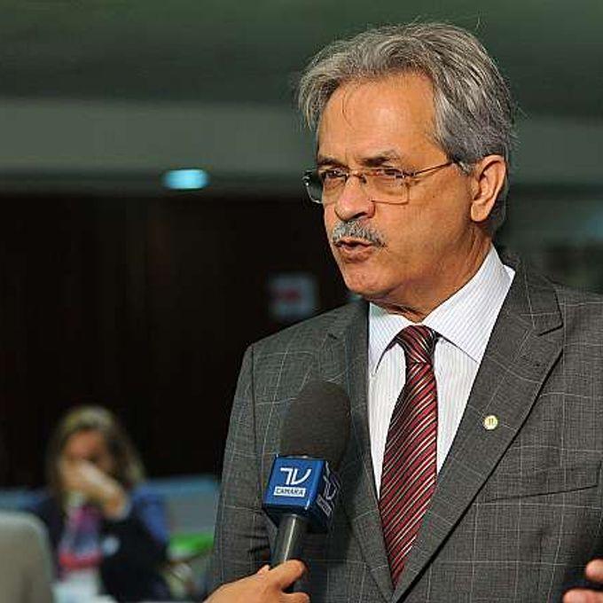Dep. Nilmário Miranda (PT-MG) concede entrevista