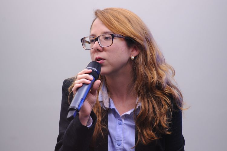 Audiência pública para debater sobre a Lei nº 9.656/98, que dispõe sobre os planos e seguros privados de assistência à saúde. Pesquisadora de saúde e representante do Instituto Brasileiro de Defesa do Consumidor Idec, Ana Carolina Navarrete