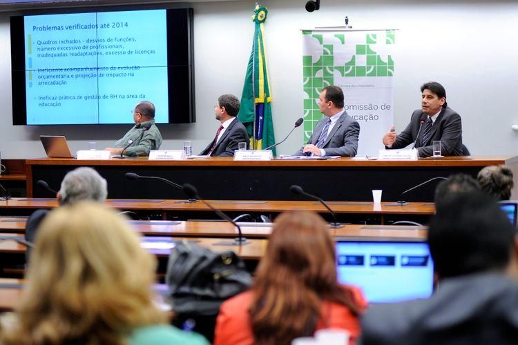 Audiência pública sobre os impactos do Piso Salarial dos Professores nos estados e municípios
