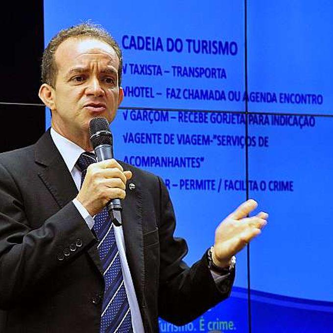Audiência pública para discutir a repressão do turismo sexual durante a realização das Olimpíadas e Paraolimpíadas de 2016. Representante do Ministério do Turismo, Adelino Silva Neto