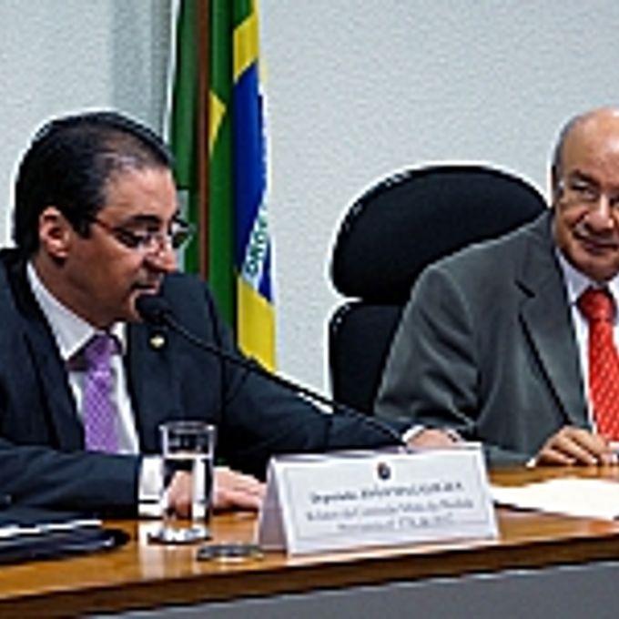 Apresentação do relatório. Dep. João Magalhães (relator da comissão ), sen. José Pimentel (presidente da comissão)