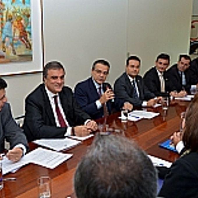 Câmara - Pres. Henrique Alves - O presidente da Câmara e o ministro da Justiça se reúnem com representantes dos procuradores e dos delegados em busca de um entendimento sobre a PEC 37.