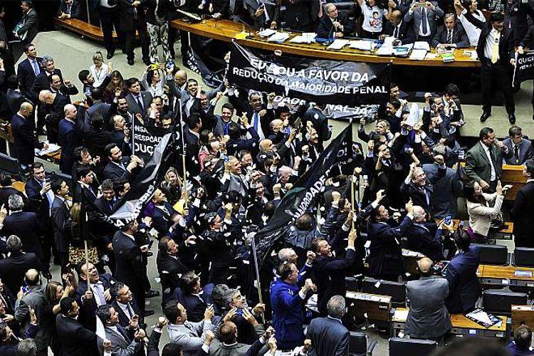Sessão extraordinária destinada a continuar as votações da PEC da maioridade penal (PEC 171/93)