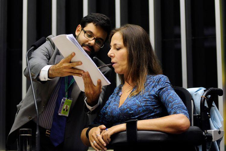 Câmara Plenário Mara Gabrilli assina lei de inclusão deficiente deficiência