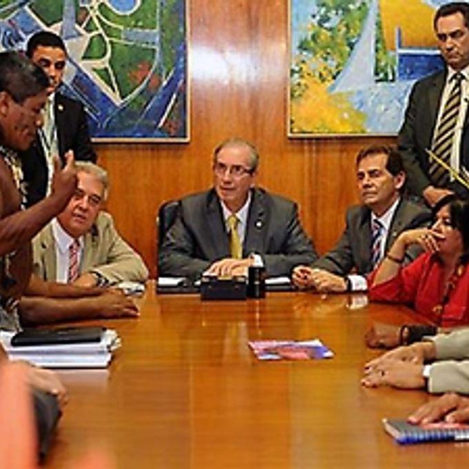 Presidente da Câmara dos Deputados, Eduardo Cunha em reunião com lideranças indígenas