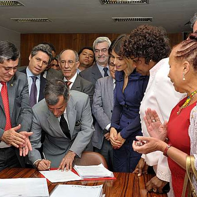 Ato de protocolo do projeto de decreto legislativo sobre plebiscito sobre a reforma política