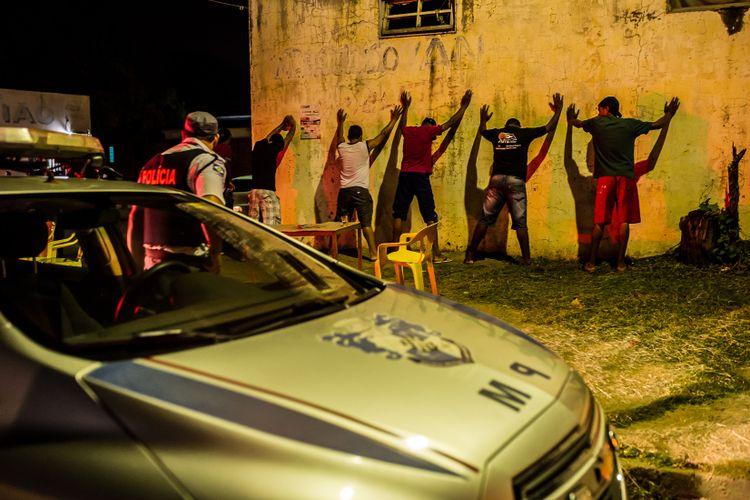 Segurança - Policiais - operação policial auto de resistência abordagem
