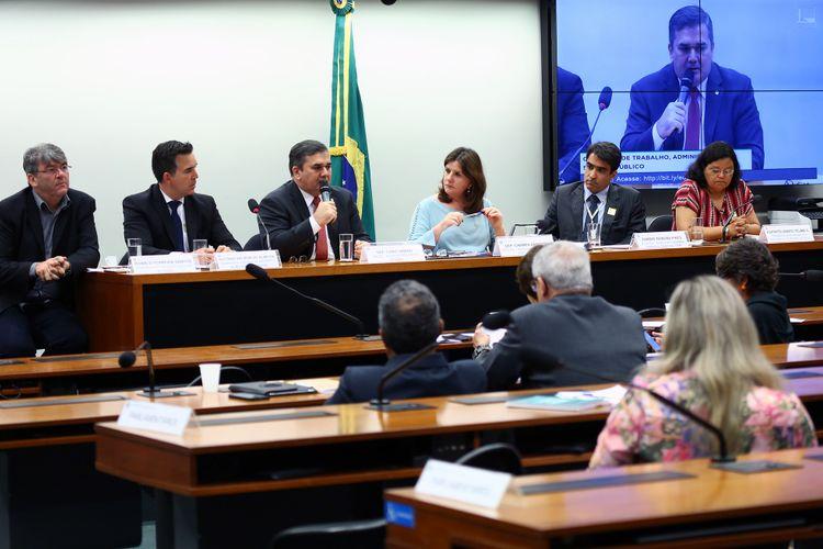 Audiência pública sobre a decisão judicial que proíbe enfermeiros de fazerem diagnósticos e solicitarem exames