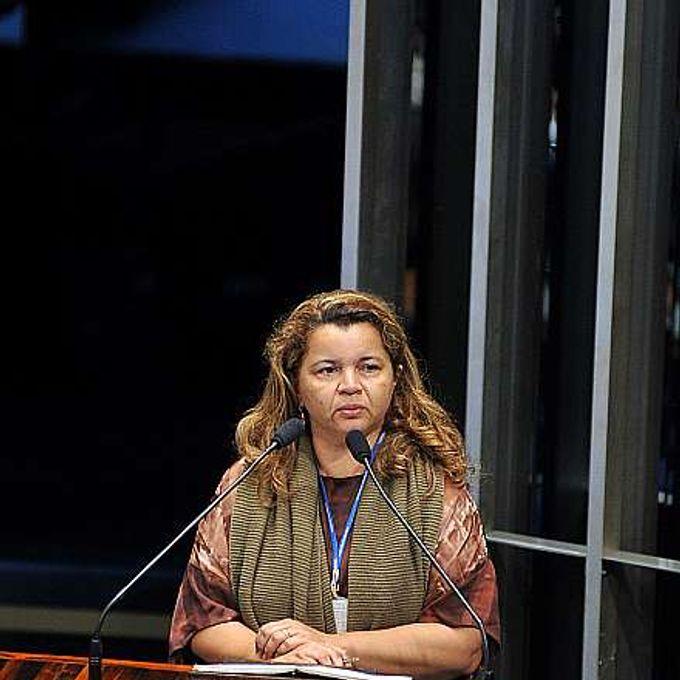 Sessão solene do Congresso Nacional em memória dos 25 anos da morte do líder seringueiro Chico Mendes. Filha de Chico Mendes. Angela Mendes