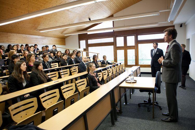 Educação - geral - sala de aula MBA pós-graduação universidade alunos estudantes professores