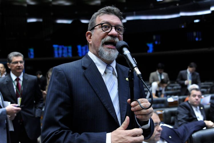 Sessão extraordinária da Câmara dos Deputados para discussão e votação de diversos projetos. Dep. Afonso Florence (PT-BA)
