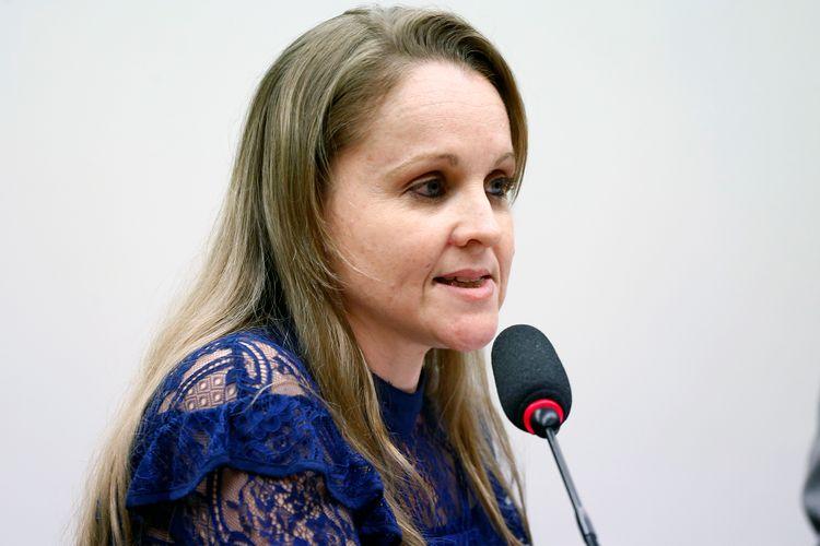Audiência Pública e Reunião Ordinária. Professora Especialista e mestre em Direito, Maristela Pezzini