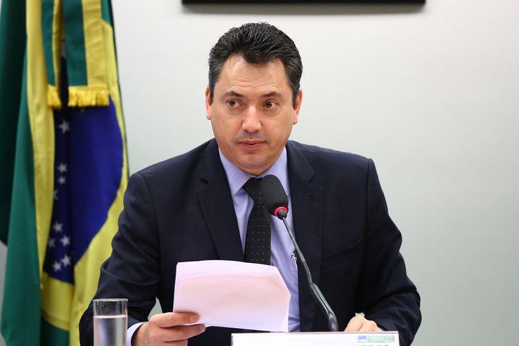 Audiência pública para debater a questão indígena nos Estados do Paraná e do Mato Grosso do Sul. Dep. Sergio Souza ( PMDB - PR)