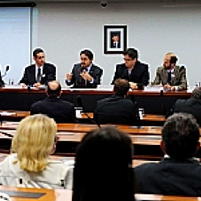 Audiência Pública: As consequências da seca na situação socioeconômica da Região Nordeste - dep. Raimundo Gomes de Matos (presidente e autor do requerimento)