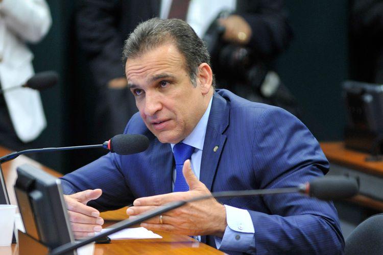 Reunião ordinária para votação do Parecer oferecido pelo relator, Dep. Laerte Bessa (PR-DF) ao PL 5.865/16 - do Poder Executivo - que