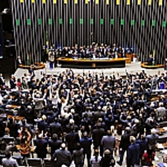Plenário reunido durante a votação da MP dos Portos (595/12)