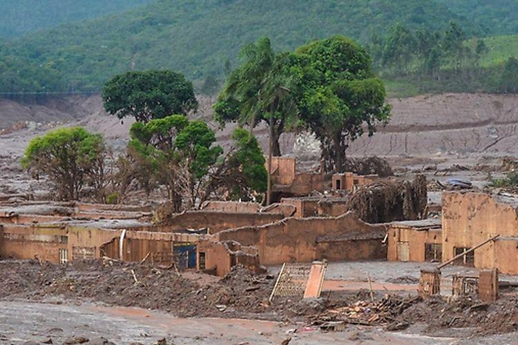 Meio Ambiente - geral - lama tóxica barragem Samarco Mariana acidente tragédia ambiental mineração contaminação