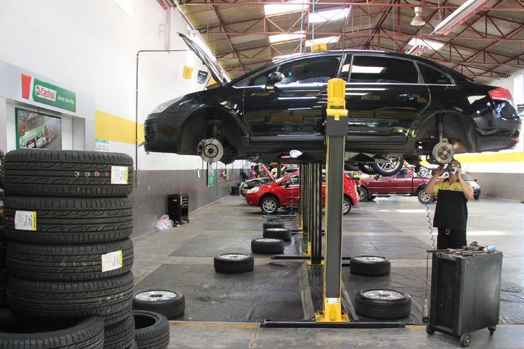 Transporte - carros - veículos oficinas manutenção preventiva óleo motor mecânicos
