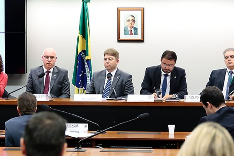 Audiência pública sobre a temática veiculada ao PL 7.182/2007, do Senado Federal, que veda a implementação de franquia limitada de consumo nos planos de internet banda larga fixa
