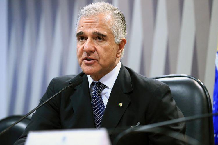 Audiência pública sobre a MP 811/17, que autoriza empresa pública a vender diretamente petróleo do pré-sal da União. Dep. Julio Lopes (PP - RJ)