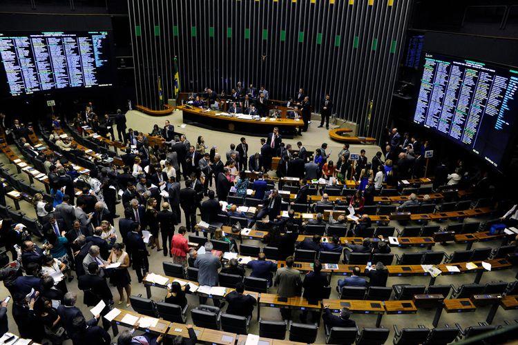 Sessão para a deliberação dos vetos nºs 44 a 50, DE 2017 e nºs 1 a 9, de 2018
