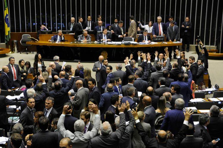 Votação do Projeto de Lei 8703/17, do Senado, que cria Fundo Especial de Financiamento de Campanha
