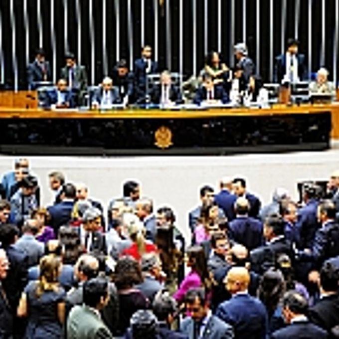 Parlamentares debatem em plenário diversos projetos de conversão de medidas provisórias